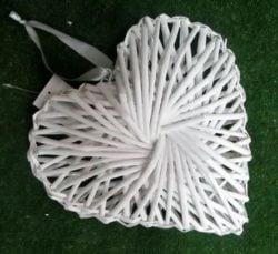 Серце біле плетене ротан НТ2857