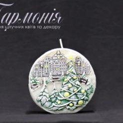 Свічка оздоблена біла диск «Ялиночки та місто» з діодами велика