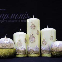 Свічка оздоблена молочна перламутрова із золотистим декором «Святкове місто»