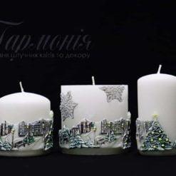 Свічка оздоблена біла циліндр «Ялиночки та місто»