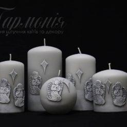 Свічка оздоблена сіра циліндр «Ангелики, що моляться»