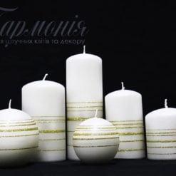 Свічка оздоблена біла матова з пояском із золотих блискіток